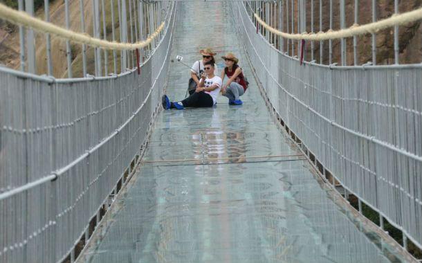 El puente de cristal fue construido en acero