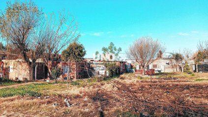 Preocupación de vecinos por el crecimiento de construcciones clandestinas en el borde sur del Parque Federal.