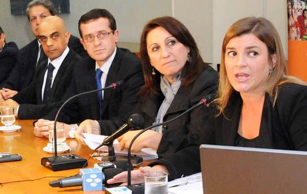 Fein y su gabinete en el Salón Belgrano del Palacio de los Leones.