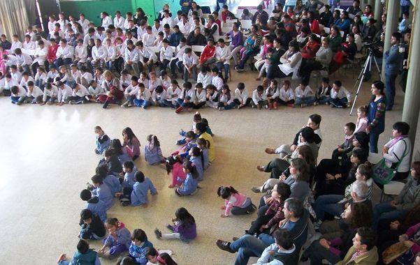Más espacios educativos. La ministra de Educación visitó escuelas de Firmat.