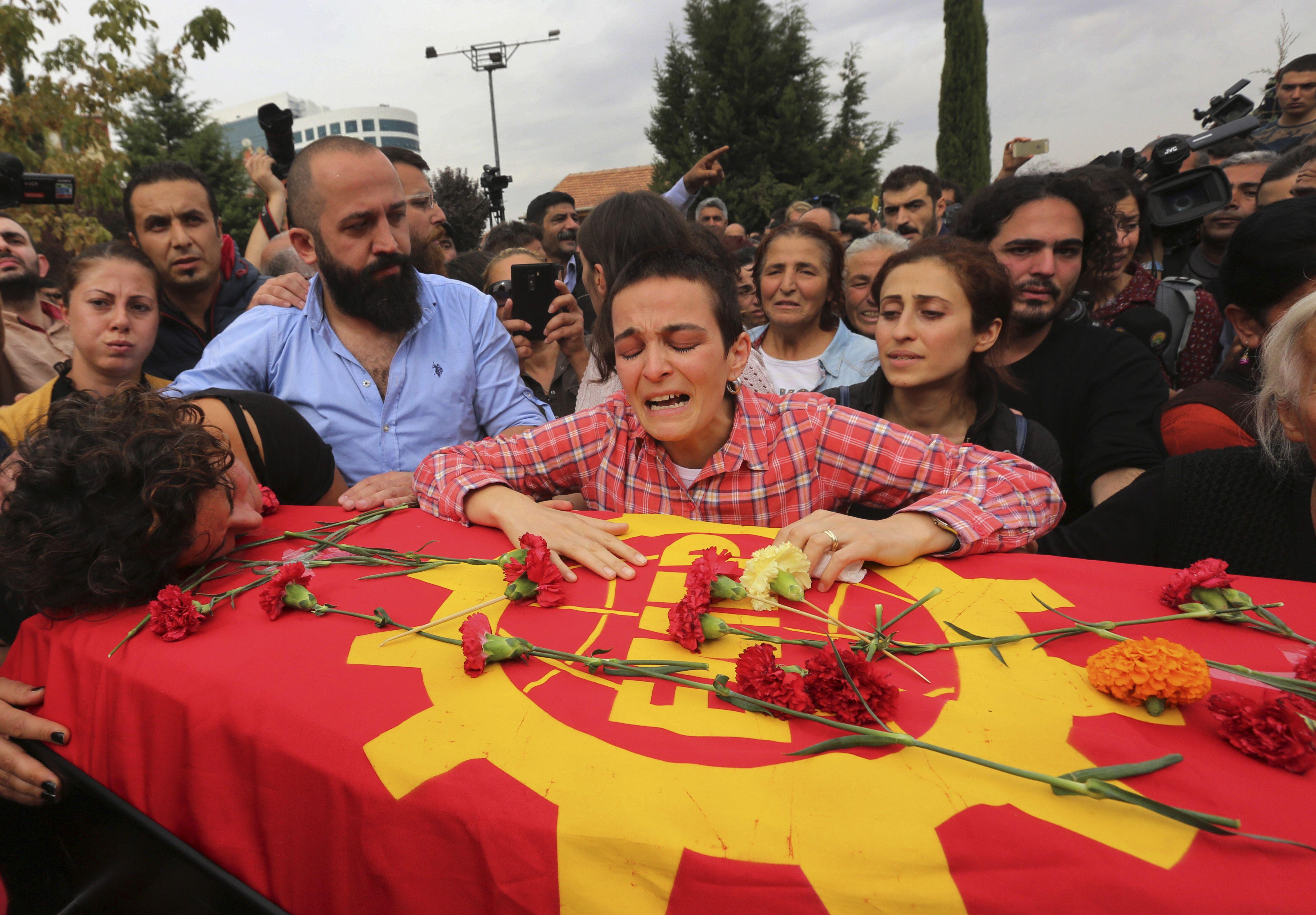 Dolor y reclamo en los funerales de las víctimas del atentado.