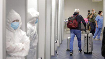 El viajero arribó al Aeroparque Jorge Newbery con PCR negativa antes del vuelo y en el ingreso a Argentina el 19 de julio pasado.