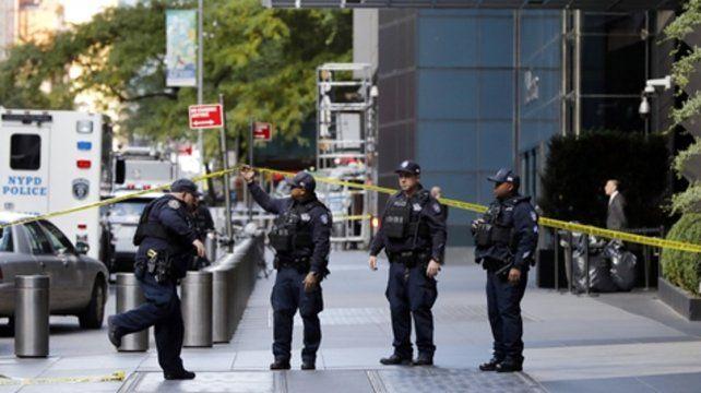 Peligro. La CNN evacuó su oficina en Manhattan. El destinatario del paquete era el ex jefe de la CIA