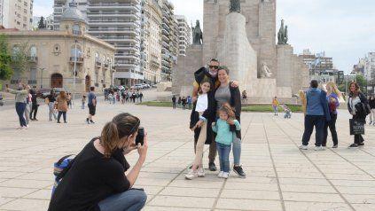 El turismo le cambió la cara a Rosario durante el fin de semana extra alrgo.
