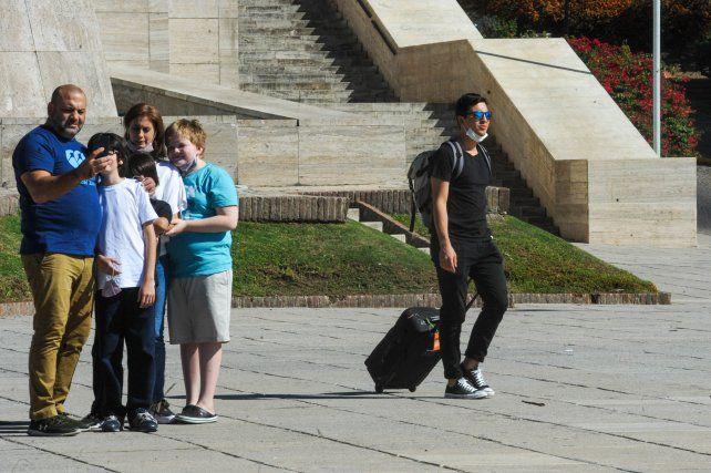 EN ROSARIO. Se notó presencia de turistas en sitios emblemáticos.
