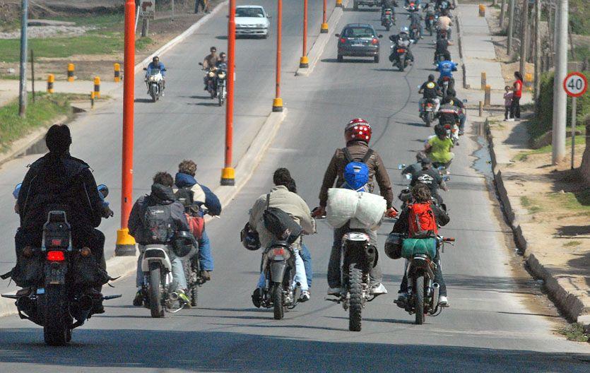Imprudencia. La falta del uso del casco sigue siendo una constante entre quienes utilizan motos. (Foto: G. de los Ríos)