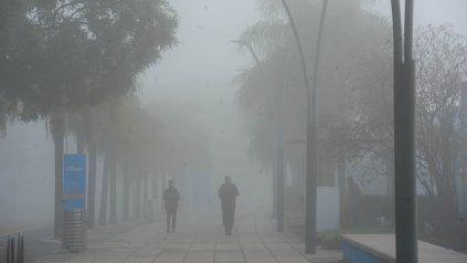 Este viernes 14 de mayo densos bancos de niebla se instalaron en Rosario.