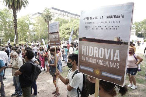 Manifestantes se convocaron en la plaza San Martín