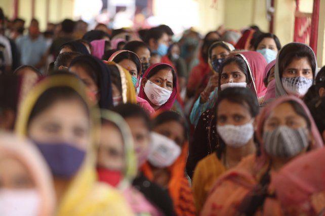 El recrudecimiento de la pandemia en India afecta a la provisión mundial de vacunas anti Covid-19