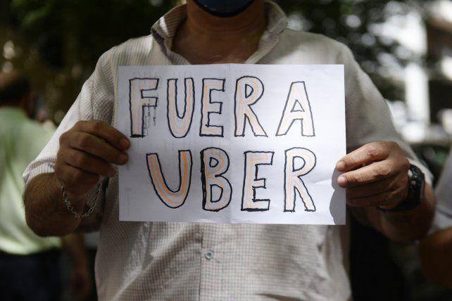 Los taxistas y remiseros son los principales opositores a la legalización del funcionamiento de la aplicación en Rosario.