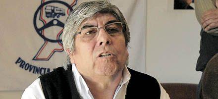 Moyano dice que no hay despidos ni suspensiones en las empresas