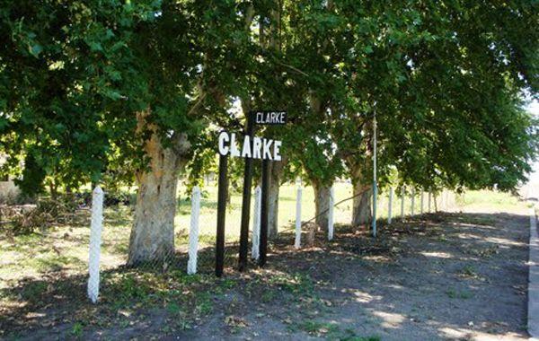 La pequeña población de la estación Clarke está conmovida por el trágico accidente
