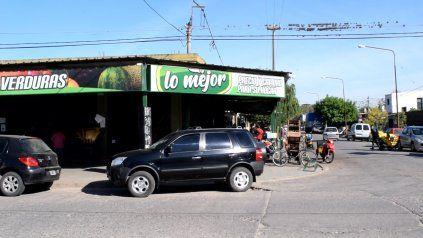 El local ubicado en 12 de Octubre y 3 de Febrero, Villa Gobernador Gálvez, fue blanco de una banda de hampones.