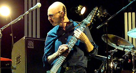 El bajista Tony Levin vuelve a Rosario para tocar en El Círculo