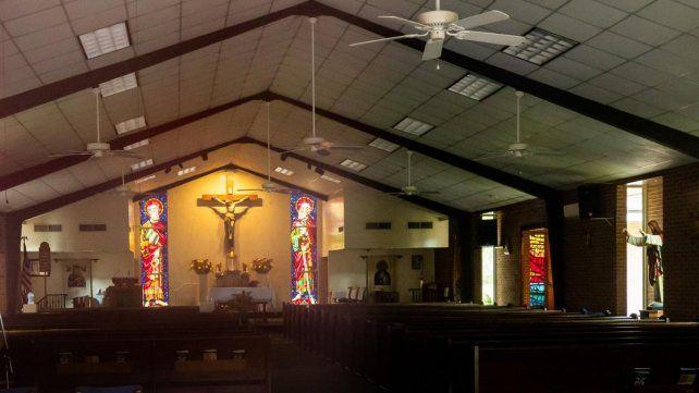 Sacerdote es detenido por tener relaciones sexuales en el altar de su iglesia