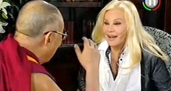 En espiritual entrevista al Dalai Lama, Susana volvió a quedar en offside