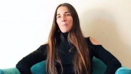"""""""Cómo te lo digo"""", un clásico del grupo de cumbia Comanche es el tema de cabecera de Juanita Viale."""