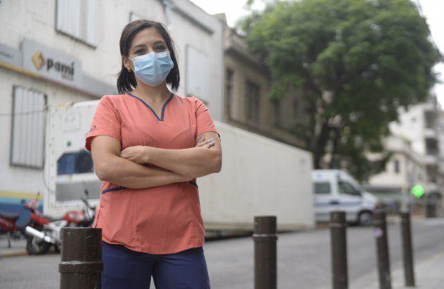 Claudia Godoy, licenciada en enfermería de la terapia del Pami I, dice que tras un año está todo el equipo cansado y que encima velaron a tres compañeros.