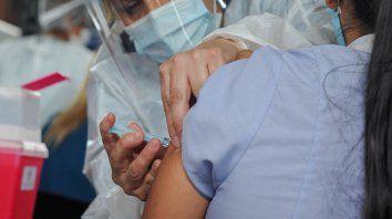El operativo de vacunación avanza entre los agentes sanitarios.