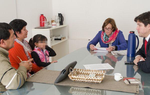 Con la niña. La intendente Tomei se reunió con la tía abuela de la beba para poner recursos a su disposición.