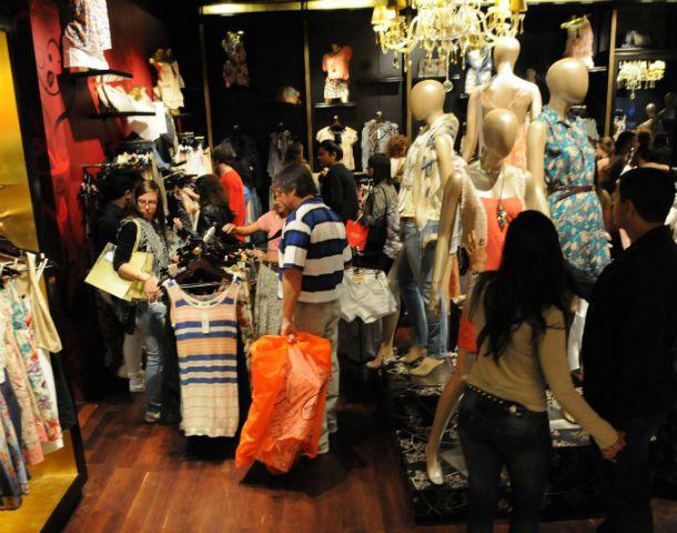 El índice de confianza del consumidor rosarino destacó que bajó la disposición a comprar inmuebles y subió la compra de bienes muebles de menor valor. (Foto: S. Meccia)