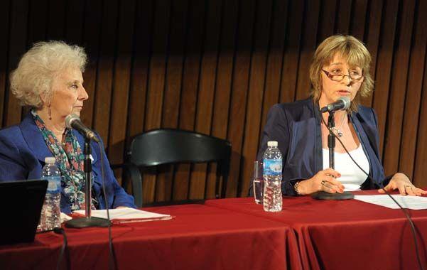 En la biblioteca. Estela de Carlotto y la procuradora General Alejandra Gilis Carbó al abrir las jornadas.