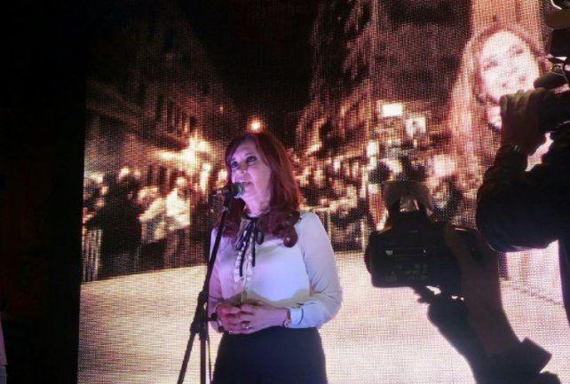 Cristina tuvo su acto anoche ante una multitud a la que pidió poner límites al gobierno