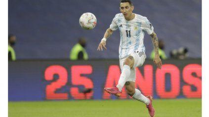 Toque de magia. Angelito Di María se llena el pie de gol, luego de un primer control exquisito. El exCentral fue la figura.