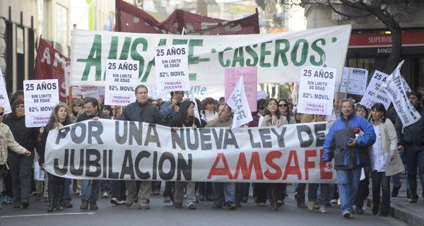 La intención del gobierno es que la discusión por la jubilación de los maestros pase a 2012