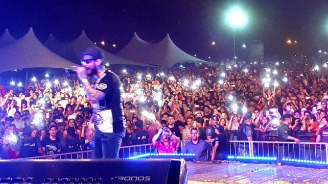 Multitud. Miles de personas disfrutaron gratis de un variado show.