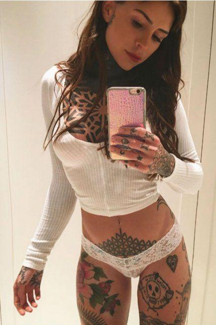 Candelaria Tinelli, la reina de la seducción, no puede parar de tatuarse