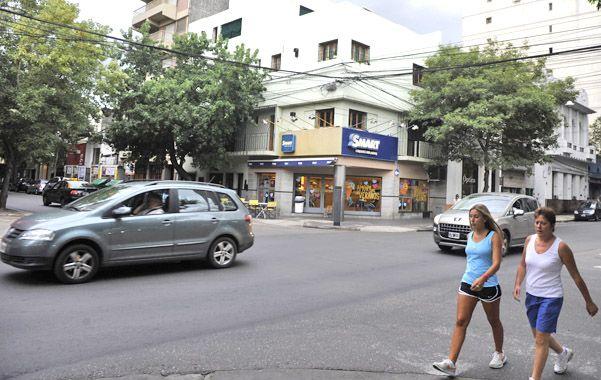 Esquina. El confuso episodio ocurrió ayer pasadas las 14 en Moreno y Rioja.