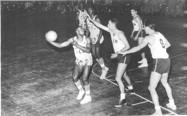 Los Harlem Stars divirtieron a los rosarinos con un britllante espectáculo del deporte.
