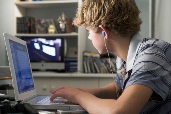 Un chico de 13 años se vengó de los padres haciendo compras en internet por 5.500 euros.
