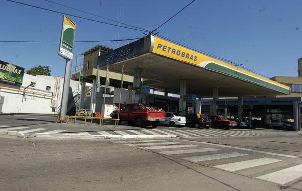 En espera. López ya compró una refinería y 365 estaciones a Petrobras.