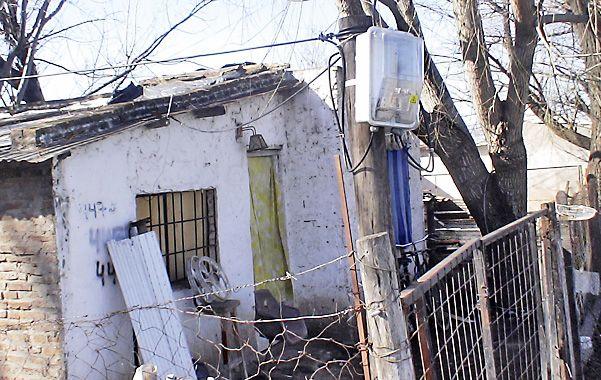 Uno de los medidores que la EPE instaló en las barriadas para regularizar el servicio eléctrico.