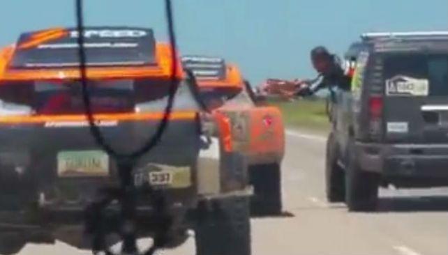 El imprudente accidente del equipo de Gordon en plena autopista Córdoba-Rosario