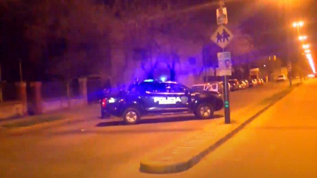Padre e hijo fueron heridos a balazos en un ataque en barrio Municipal