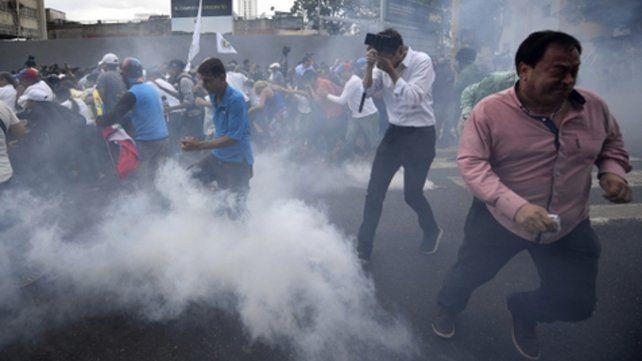 Policía de Caracas bloqueó una marcha de Guaidó