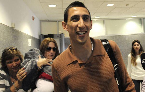 En Fisherton. El jugador de Real Madrid arribó a la ciudad junto a su familia en un avión privado.