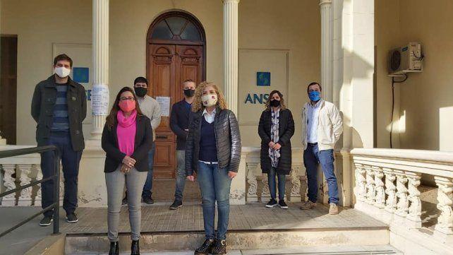 La diputada provincial peronista, Paola Bravo (izquierda) y la titular de Ansés Venado Tuerto, María Cristina Gómez, siempre al frente en los reclamos de los más vulnerables.