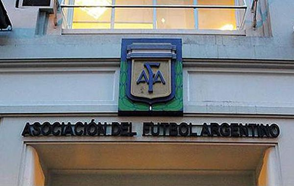Dirigentes charrúas tuvieron una reunión con la AFA y Agremiados la semana pasada.