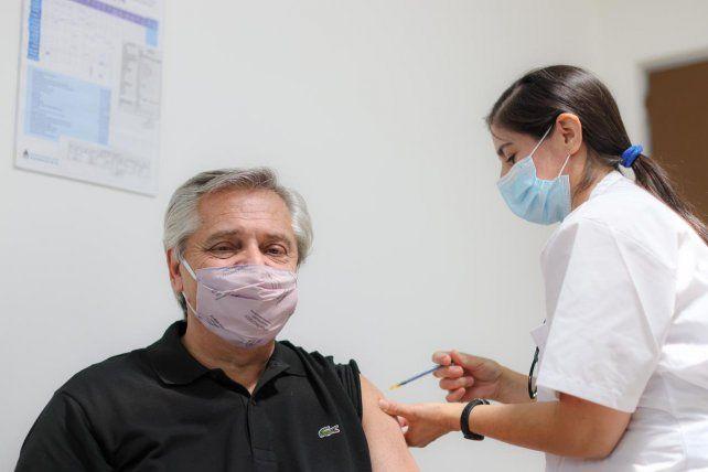 El presidente Alberto Fernández recibió las dosis de la vacuna Sputnik V y se contagio de Covid-19.