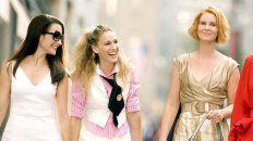 Sarah Jessica Parker, Cynthia Nixon y Kristin Davis regresan a sus personajes de Carrie Bradshaw, Miranda Hobbes y Charlotte York respectivamente, pero sin la presencia de Kim Cattrall que interpretó a Samantha Jones.
