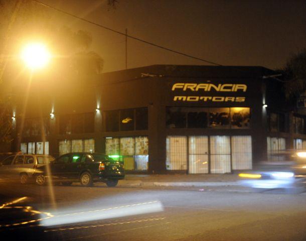 En el local de San Juan y Paraná había una concesionaria de automotores