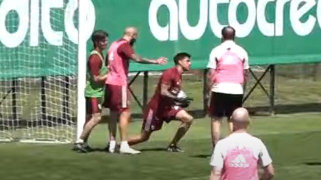 ¿Enzo Pérez al arco? Se hizo viral un video del mediocampista atajando un penal