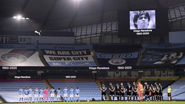 Manchester City v. Burnley, otro de los cotejos donde se recordó a Diego Maradona.