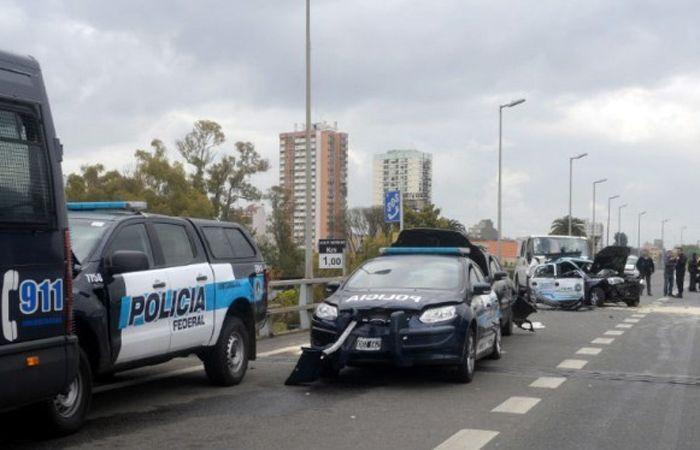 El accidente ocurrió en una autopista porteña frente a la cancha del club Vélez Sarsfield.