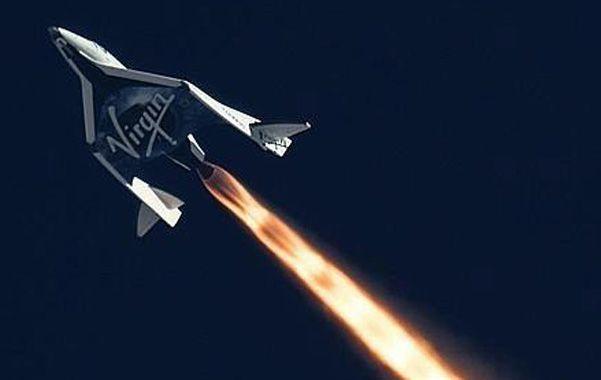 Pionero. El SpaceShipTwo en vuelo. Alcanzó 21 kilómetros de altitud.