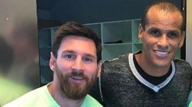 """El brasileño rescató a Messi en la debacle barcelonista: """"Está por encima de sus treinta años asumiendo todavía la responsabilidad del equipo."""